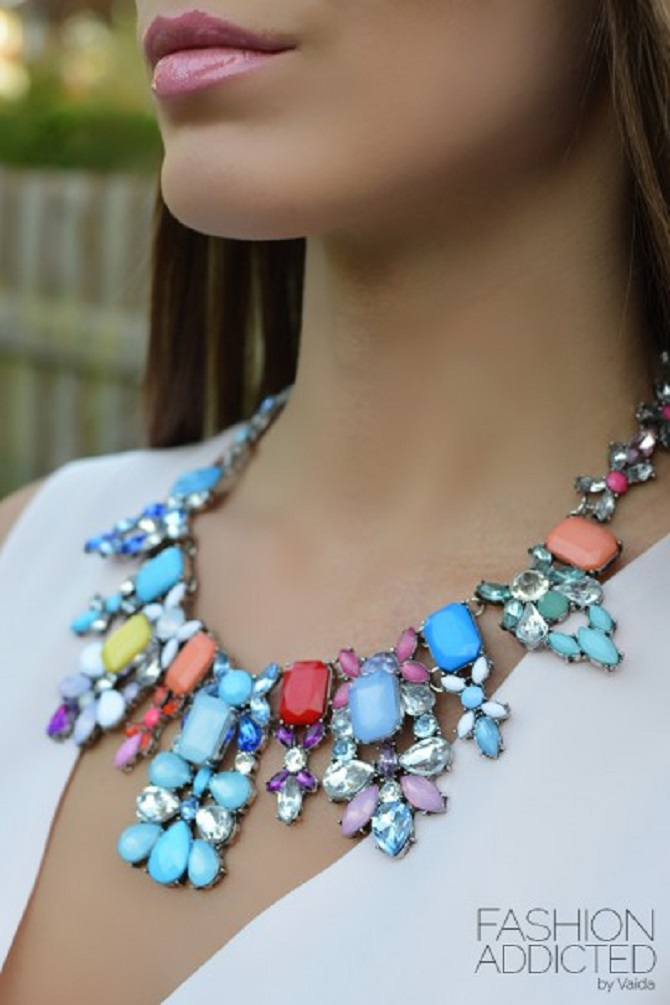 Zara-colorful-rhinestone-statement-necklace