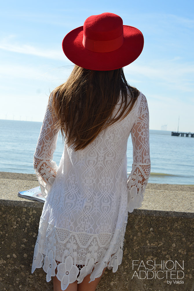 boohoo-white-lace-dress-and-catarzi-red-hat