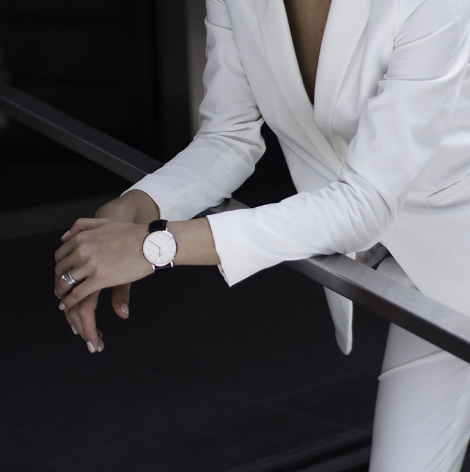 white-women-suit-fashion-blogger