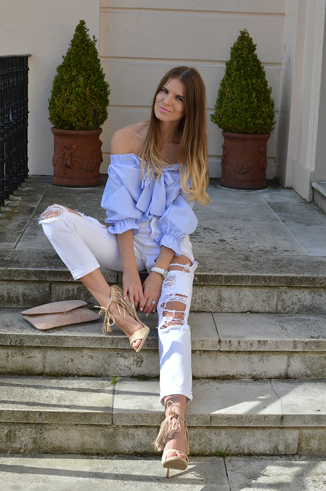 lasula-mom-ripped-jeans-off-shoulder-top-striped-blue-tassel-heels-fashion-blogger-london-01