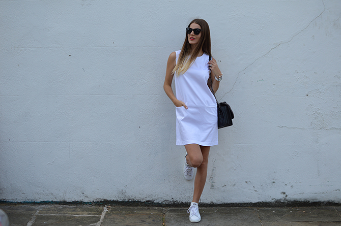 adidas-stan-smith-white-cotton-dress-zara-quilted-handbag-2