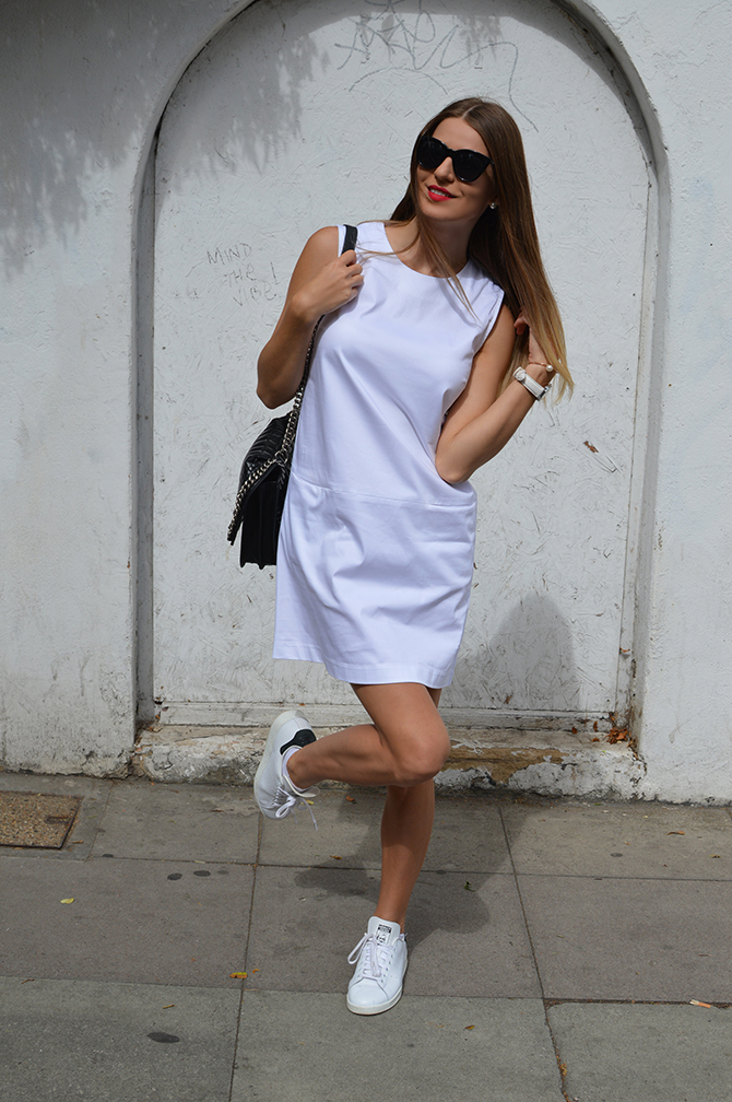 adidas-stan-smith-white-cotton-dress-zara-quilted-handbag-3