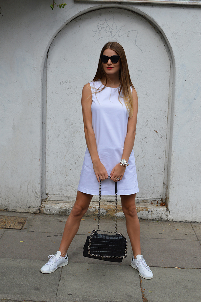 adidas-stan-smith-white-cotton-dress-zara-quilted-handbag-4