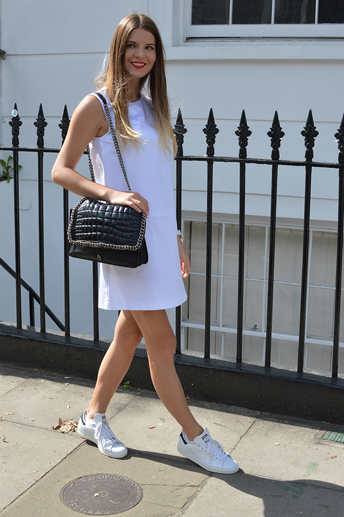 adidas-stan-smith-white-cotton-dress-zara-quilted-handbag