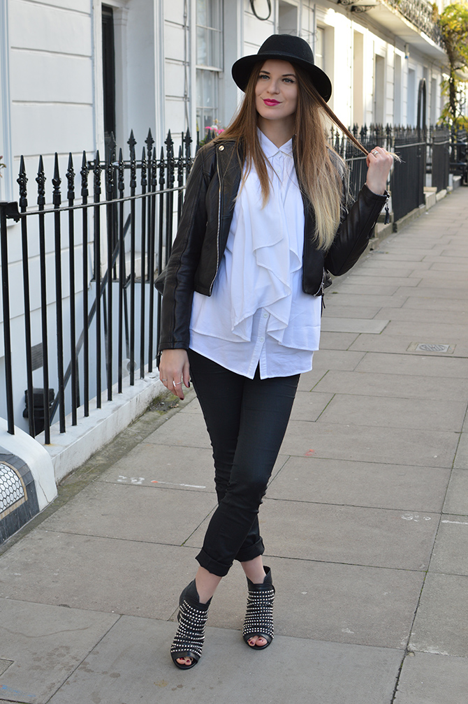 daniel-footwear-studded-boots-maternity-outfit