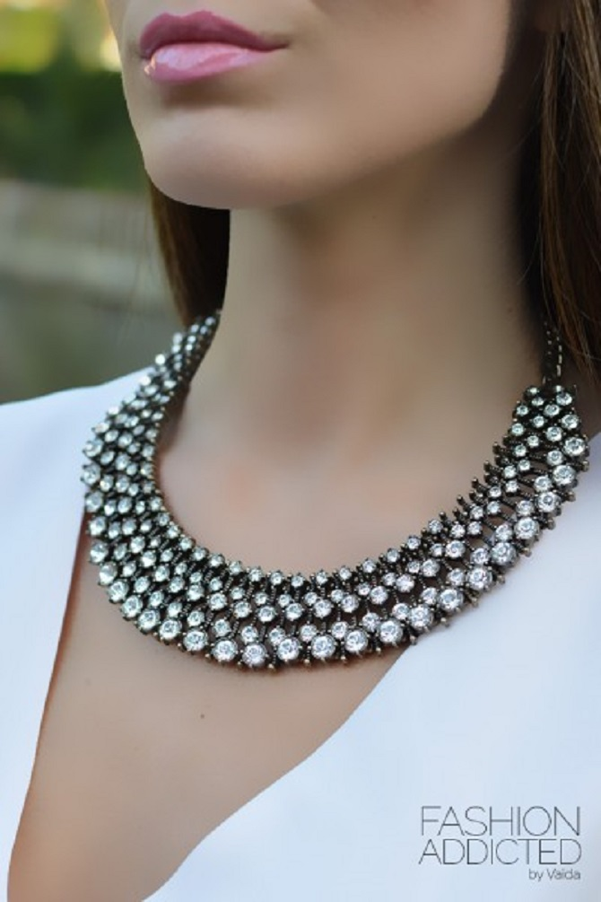Zara-crystal-statement-necklace-worn-by-kate-middleton