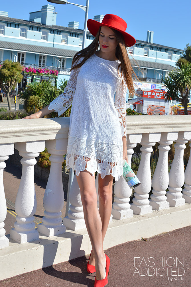 6d452a7cb2493 boohoo-flower-lace-dress-1 - Fashion Addicted