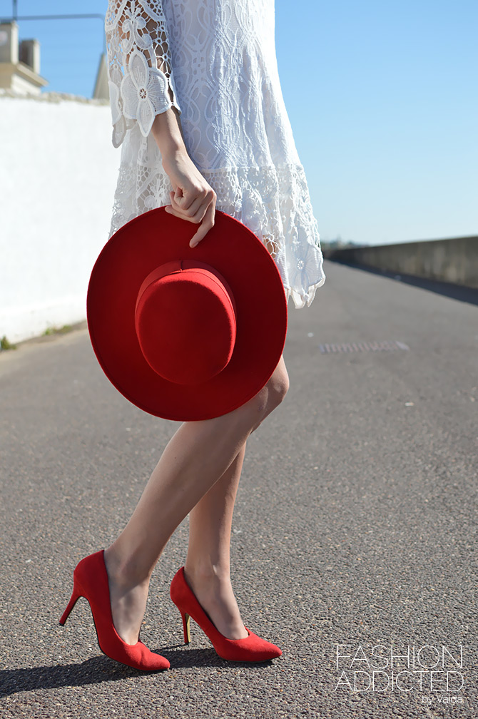 catarzi-red-hat-and-red-heels