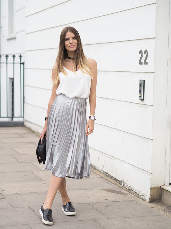 metallic-pleated-skirt-missy-empire-lips-bag
