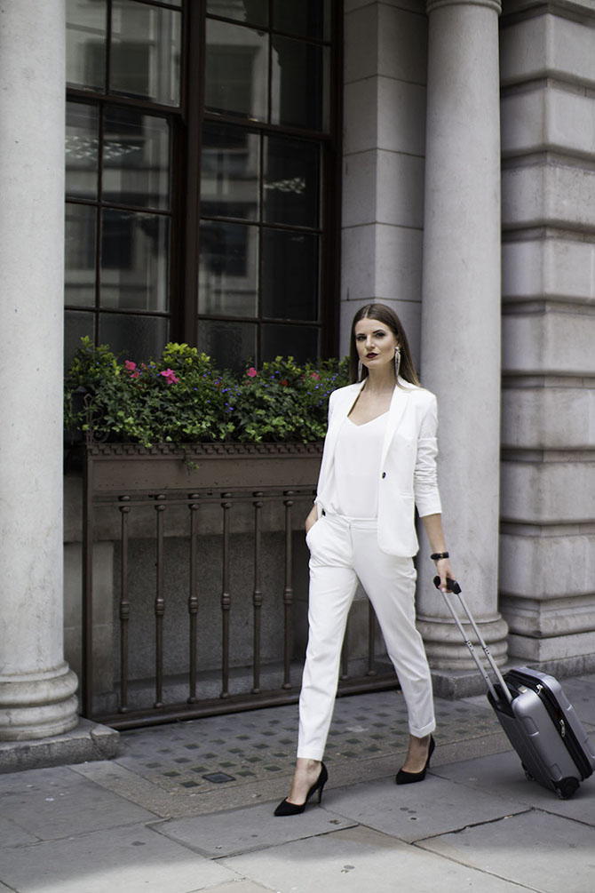 white-women-suit-fashion-blogger-london-streetstyle-3