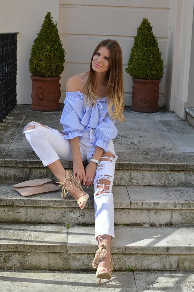 lasula-mom-ripped-jeans-off-shoulder-top-striped-blue-tassel-heels-fashion-blogger-london-01