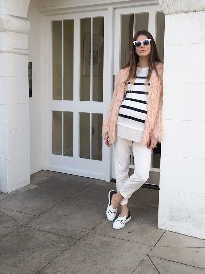 white-maternity-trousers-karl-lagerfeld-cat-shoes-3