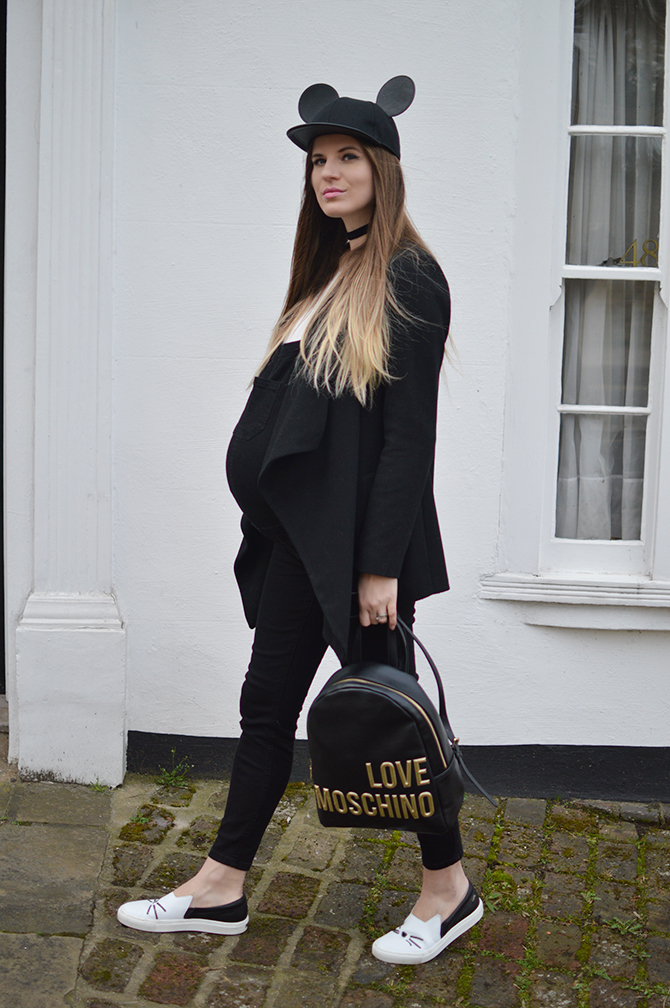 maternity-dungarees-love-moschino-backpack-2