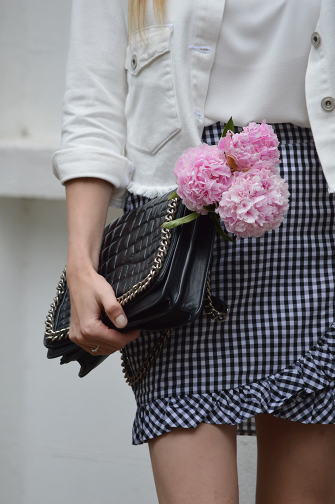 gingham-skirt-peonies-fashion-blogger-london