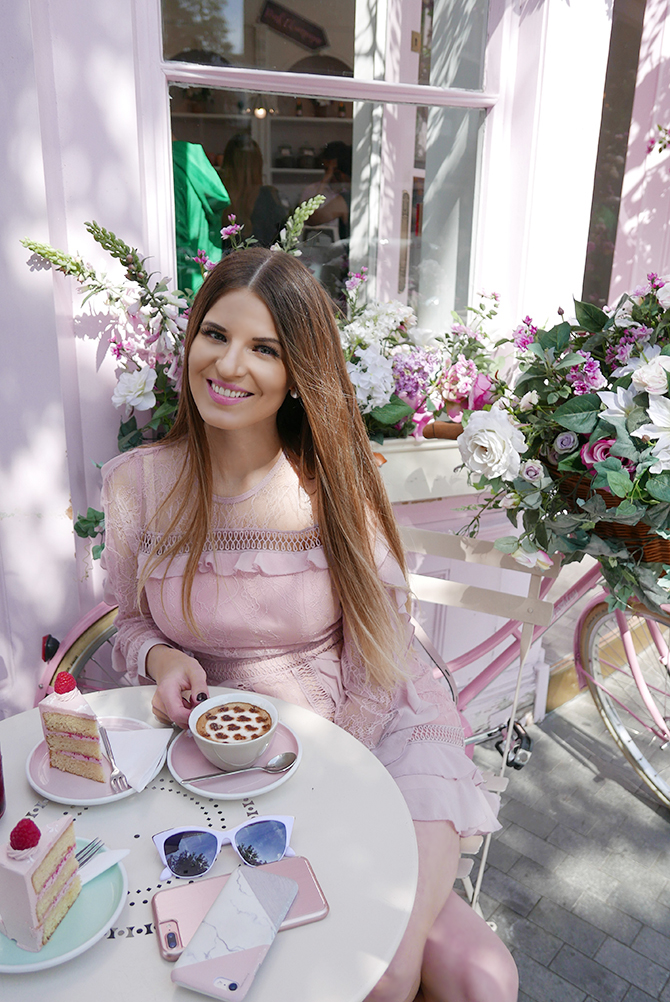 most-intsgrammable-place-in-london-peggy-porschen-cakes-5