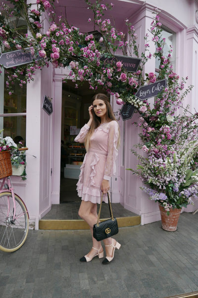 most-intsgrammable-place-in-london-peggy-porschen-cakes-fashion-blogger-london