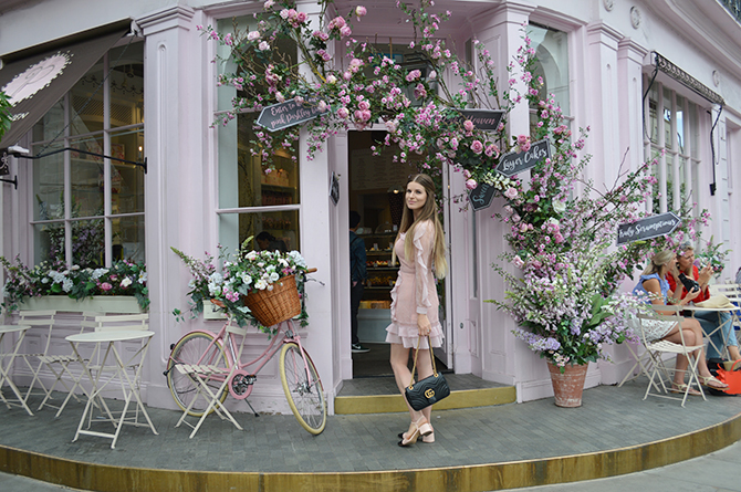 most-intsgrammable-place-in-london-peggy-porschen-cakes
