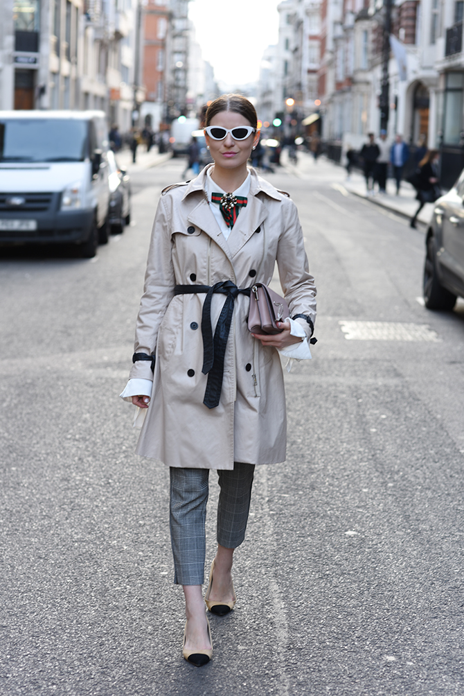 karl-lagerfeld-trench-coat-gucci-brooch-3