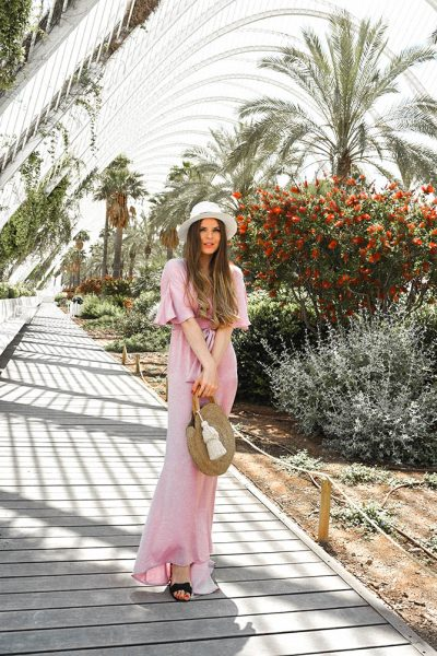 Valencia-Arts-and-Sciences-museum-nasty-gal-lilac-maxi-dress-straw-bag
