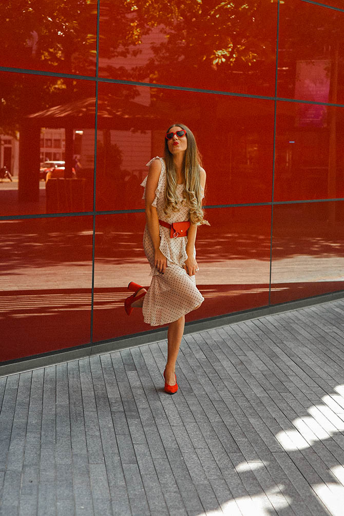 How-to-become-successful-blogger-polka-dot-dress-red-belt-bag-2