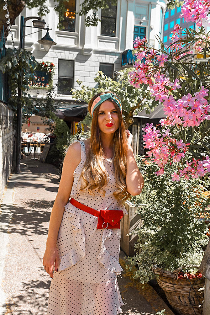 How-to-become-successful-blogger-polka-dot-dress-red-belt-bag-3