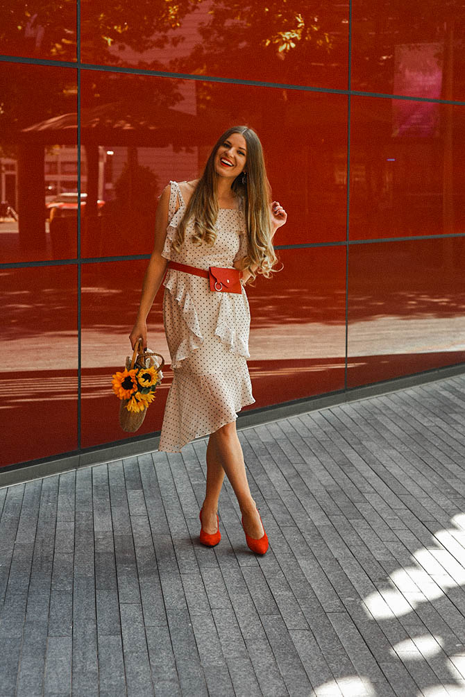 How-to-become-successful-blogger-polka-dot-dress-red-belt-bag