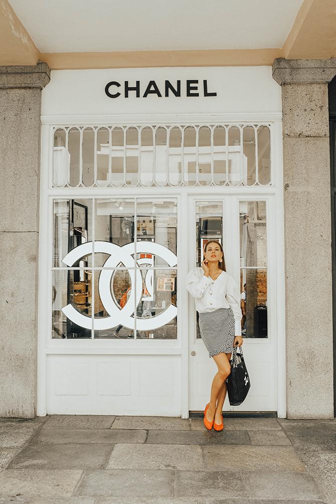 how-to-wear-mini-skirt-power-shoulder-blouse-fashion-blogger-london-2