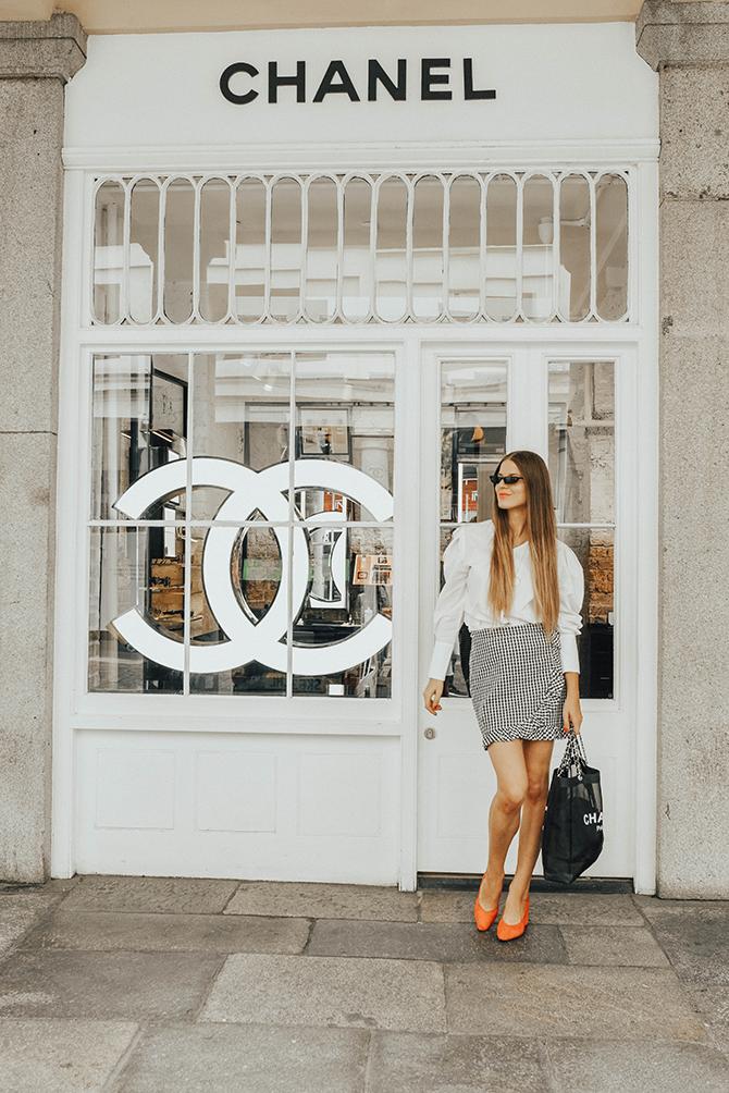 how-to-wear-mini-skirt-power-shoulder-blouse-fashion-blogger-london