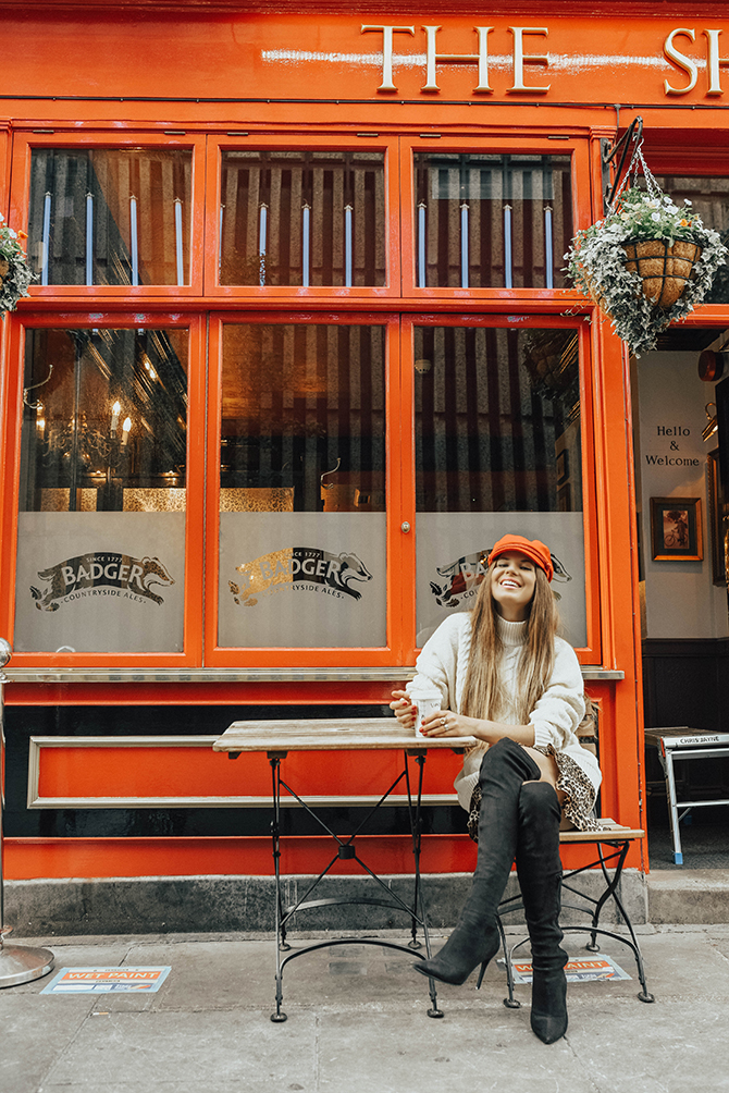 cable-knit-jumper-10store-fashion-blogger-london-leopard-skirt-red-belt-bag-captain-hat-6