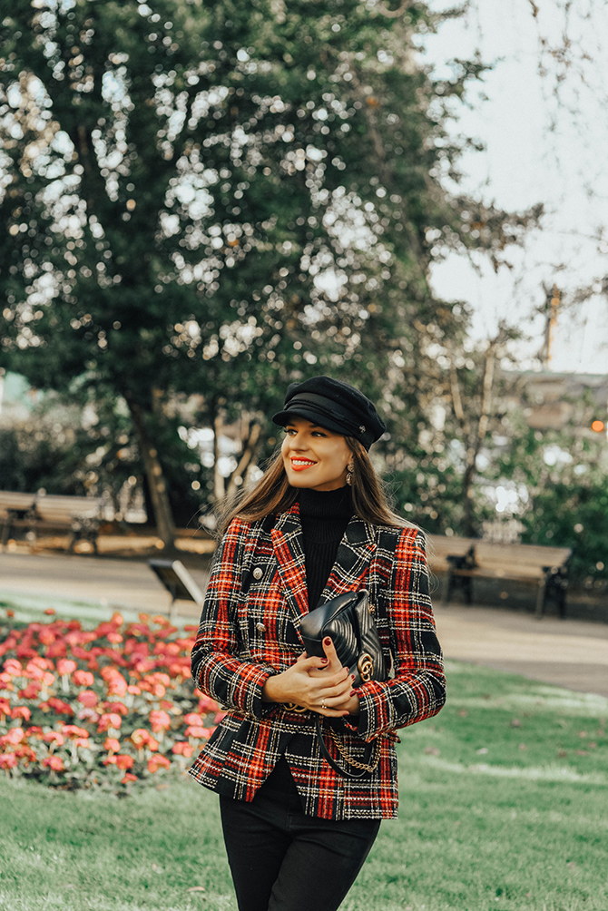 how-to-wear-tartan-blazer-gucci-handbag-good-american-jeans-baker-hat-fashion-blogger-london-2