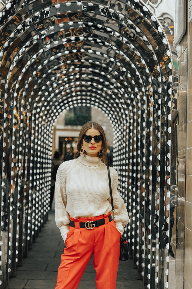 red-trousers-outfit-gucci-marmomt-belt-bag-loulou-sunglasses