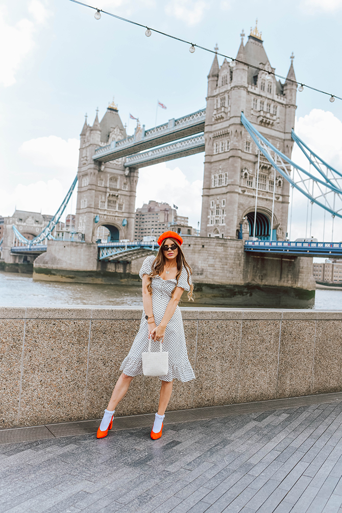 polka-dot-dress-red-beret-onecklace-fashion-blogger-london-tower-bridge-2
