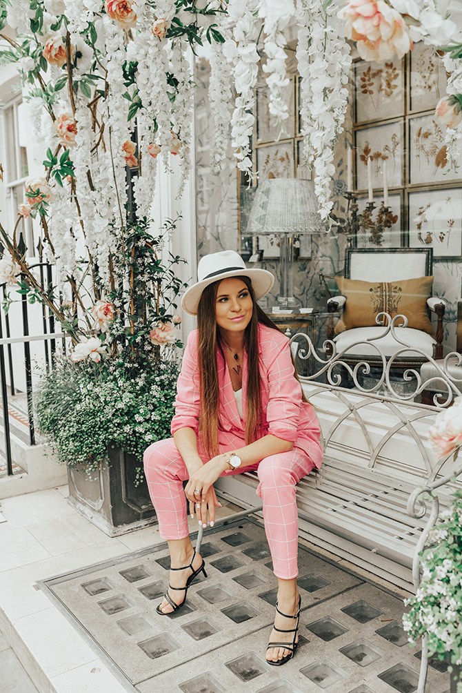 check-suit-pink-boohoo-fashion-blogger-london-fedora-hat-4