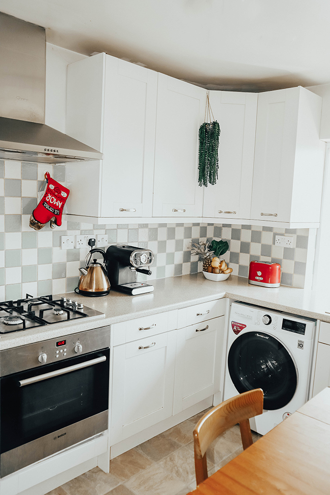 fashion-blogger-london-home-tour-harrow-on-the-hill-flat-kitchen