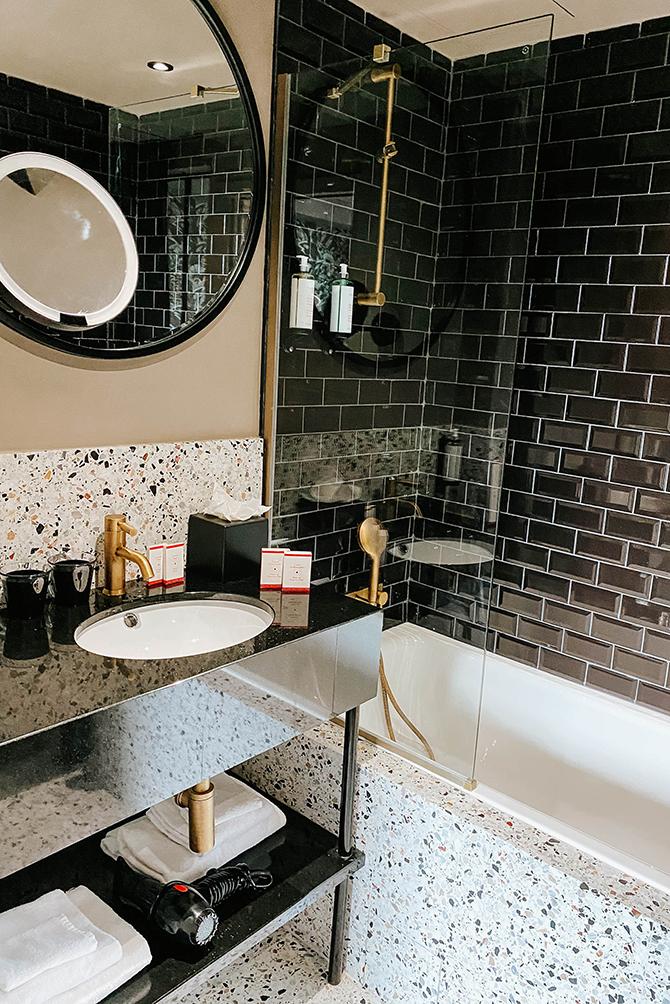 rayz-eiffel-hotel-paris-terrace-eiffel-view-review-blogger-2