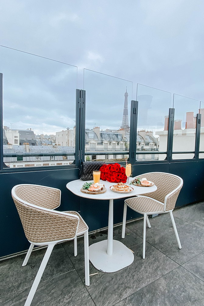 rayz-eiffel-hotel-paris-terrace-eiffel-view-review-blogger-6